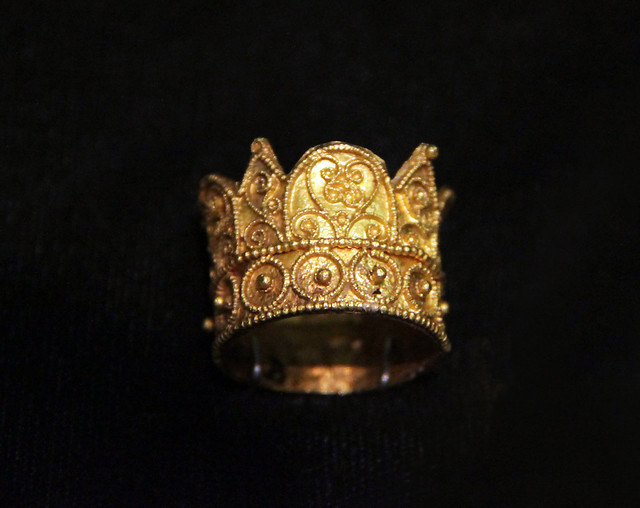 Gold ring, probably from the royal graves in Székesfehérvár, Hungary, 11-12c