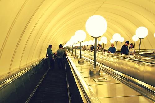 "Москва: Эскалатор станции метро ""Парк Победы"""