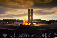 Flaming sunset (Otaclio Rodrigues) Tags: braslia capital distritofederal federaldistrict congressonacional nationalcongress prdosol sunset fogo fire monument monumento nuvens clouds pira pyre eternalflame chamaeterna memorial tancredoneves arquitetura architecture oscarniemeyer panteonacional nationalpantheon topf25