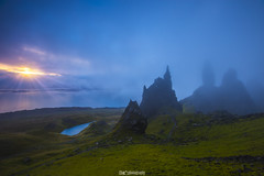 Old Man of Storr Sonnenaufgang (cd photography2015) Tags: old man storr isle skye scottland schottland dutch sunrise fog clouds sea ocean atlantik atlantic meer sonnenstrahlen canon eos 6d green blue grün blau