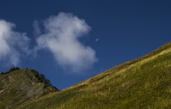 Les croqueurs de lune (the moon eaters) (Larch) Tags: cloud sky alpage mountain alpes alps landscape scenery lune moon matin morning mountainpasture