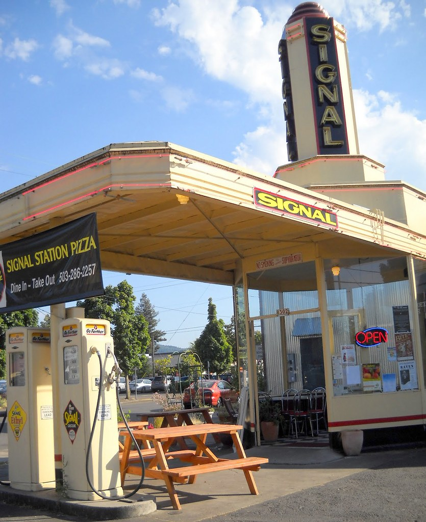 former St. John's Signal Tower Gas Station, now Signal Station Pizza, 8302 N. Lombard, Portland, OR 97203, built 1939, style: Art Moderne