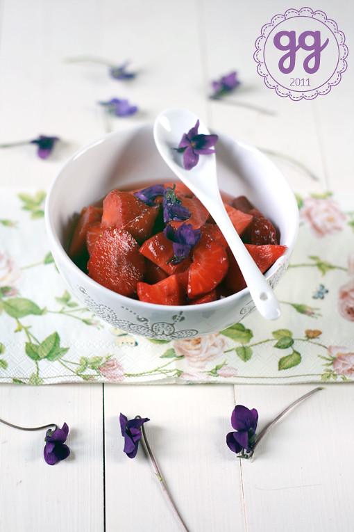 macedonia di fragole e violette