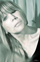 Autorretrato 5 (-Ana Lía-) Tags: woman color luz argentina donna mujer nikon arte gracias femme mulher ser frau autorretrato amistad mardelplata contrastes fotografía женщина aprehendiz
