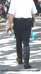 Motard police 03 (tripuniforme) Tags: leather boots cop bottes botas motard uniforme crs cuir stiefel stivali motorcyclepolice tallboots policenationale frenchpolice menboots wornboots brescoudos bikermen motorcyclepoliceboots compagnierépublicainedesécurité motardpolicenationale botteshautes motardcrs photopolicenationale photomotardpolicenationale