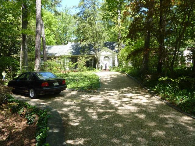 P1090925-2011-04-17-Buckhead-in-Bloom-165-driveway-pebbles