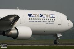 4X-EAL - 27477 - El Al Israel Airlines - Boeing 767-33AER - Luton - 110421 - Steven Gray - IMG_4478