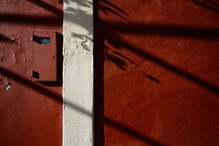 (Mark Phillip) Tags: shadow red white detail muro wall nikon shadows d70 ombra sigma ombre line bianca 1020 rosso linea dettaglio