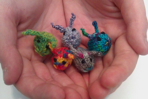 tiny baby bunnies by KnitterinProgress