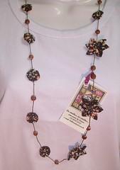 colar com fuxico chocolate (S!ssi) Tags: flores amor flor fuxico colar bombom colares presente algodão fuxicos
