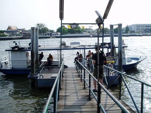 ワット・アルン行きの渡り舟