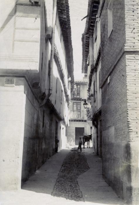 Callejón de Bodegones en junio de 1905. Fotógrafo anónimo. Colección Luis Alba. Ayuntamiento de Toledo