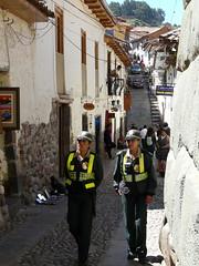 Cuzco (benontherun.com) Tags: street peru cuzco calle cusco police rue polizei policia pérou