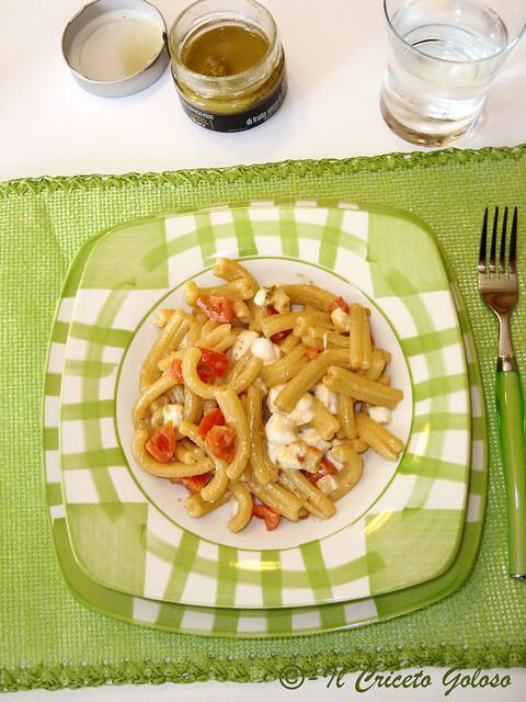 Tortilli con pesto di frutta secca, pomodorini e mozzarella 2