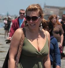 Green sun dress (San Diego Shooter) Tags: portrait sandiego streetphotography sandiegopeople sandiegostreetphotography