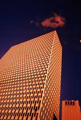 House (Havkro) Tags: nyc newyorkcity xpro crossprocessed fuji 35mmfilm crossprocessing 100 vignetting sensia colorshift plasticlens 22mm e6inc41 vivitarultrawideslim vivitarultrawideandslim crosset xprosign vuws kryssfremkalling