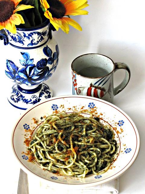 Vermicelli con Pesto di Finocchietto all'Alga Nori e Bottarga di Muggine