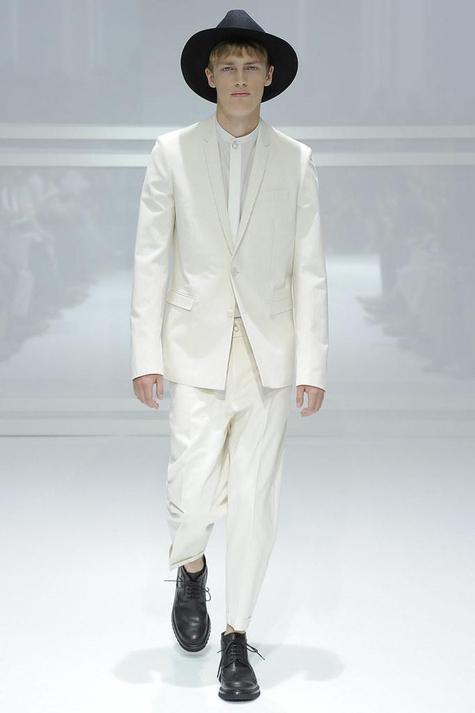 SS12 Paris Dior Homme001_Victor Nylander(VOGUEcom)