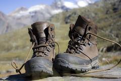 Passo dopo passo (dafnemunaretto) Tags: scarponi mountain alpi alps alpinism alpinismo trekking biella valleelvo