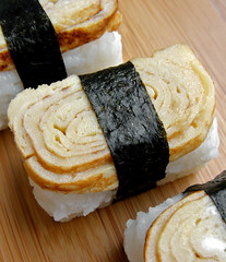 Tamago Nigiri (sushi met Japanse omelet)