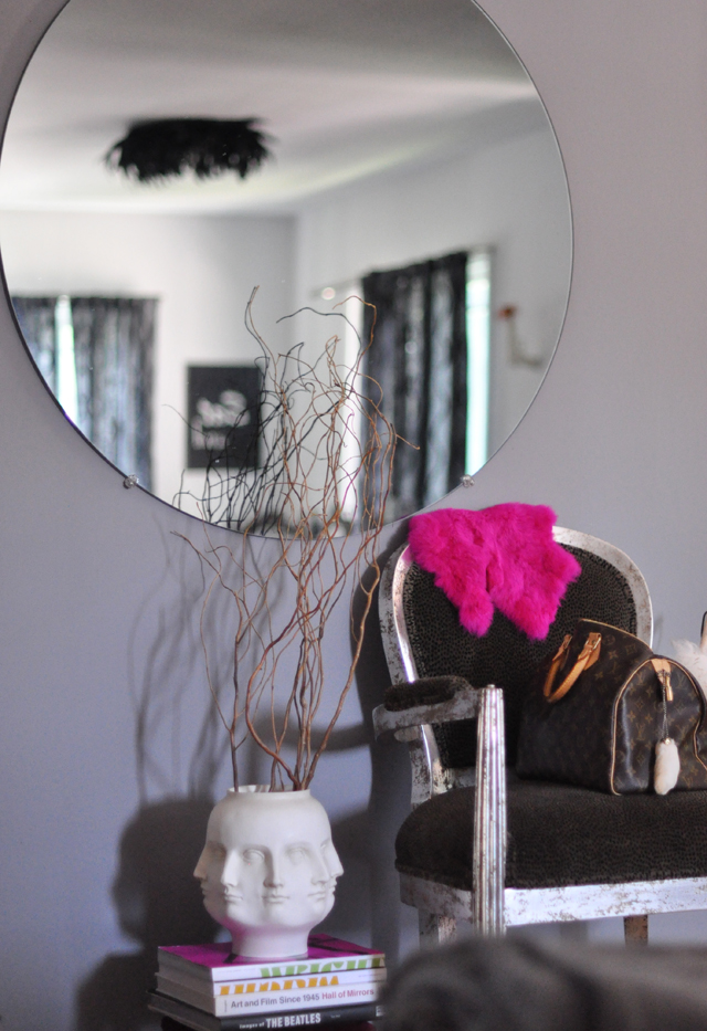 nook in living room +  face vase + reflection in round mirror