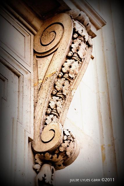 pediment louvre1