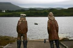 Scotland 38 (ángel mateo) Tags: sea verde green scotland pier mar fishing isleofskye escocia frombehind embarcadero pescadores dunvegancastle isladeskye figuresofwood desdeatrás figurasdemadera ángelmartínmateo ángelmateo castillodedunvegan