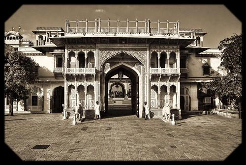 Jaipur IND -  The Palace Gate 01