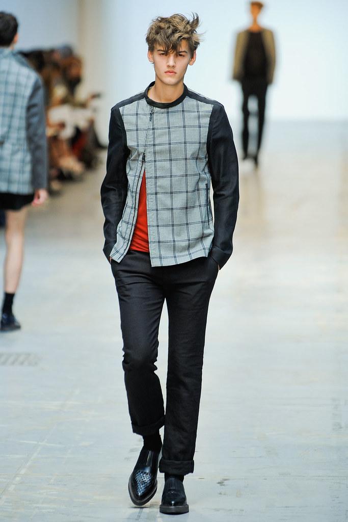SS12 Milan Costume National Homme007_Christian Plauche(VOGUEcom)
