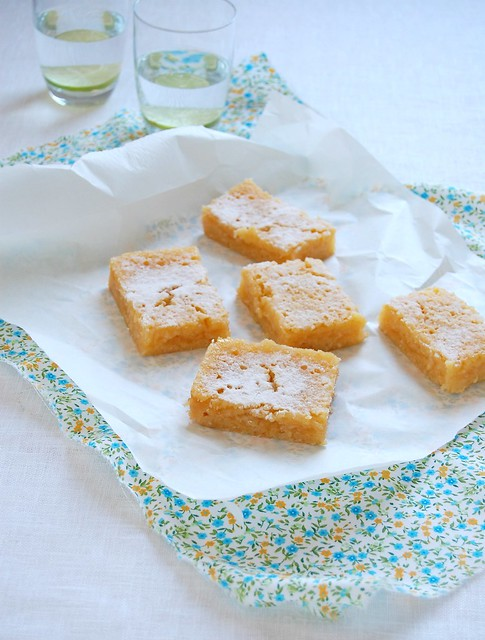Lemon, lime and coconut bars / Barrinhas de limão, limão siciliano e coco