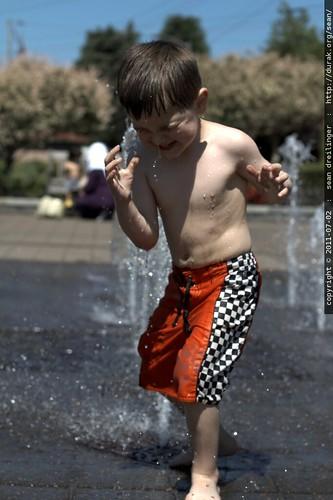 splashing in the lake oswego fountain - MG 4570.JPG