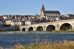 Les bords de Loire et la Cathédrale St-Louis de Blois (Philippe_28) Tags: france saint louis cathedral cathédrale 41 blois loiretcher leuropepittoresque