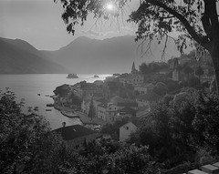 Perast, Montenegro (przemur) Tags: bw film mediumformat hc110 6x7 delta100 contrejour montenegro 80mm perast mamiya7 kotorbay viewfromthehill