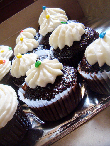 Chocolate Cupcakes with Flour Frosting