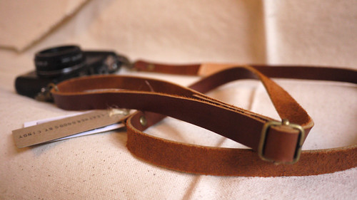 leather goods by cindy / leather camera strap