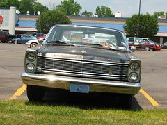 1965 GALAXIE 500 (richie 59) Tags: usa cars ford hardtop car rural america outside us store spring parkinglot automobile forsale uniteds