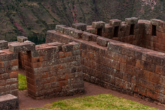 Temple Pisac (faltimiras) Tags: peru inca ruins cusco valle inka salinas ruinas valley sagrada moray pisac maras incas inkas ruines ollantaytambo vall salines urumbamba inques