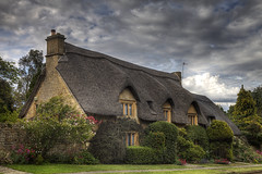 Thatched house in Chipping Campden (Mike Morris UK) Tags: roof cotswolds thatched chipping campden gloucetershire