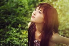 [フリー画像] 人物, 女性, アジア女性, 見上げる, ベトナム人, 201106280700
