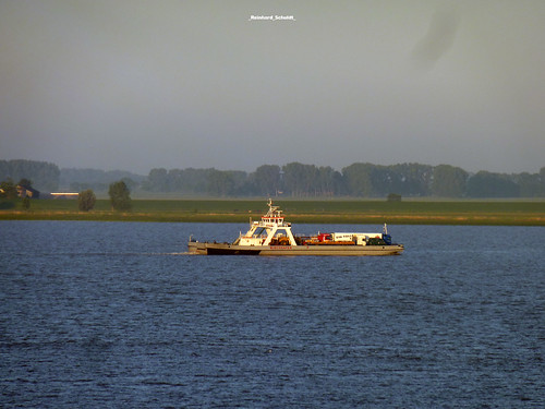 ELBE_CRUISE TO HAMBURG