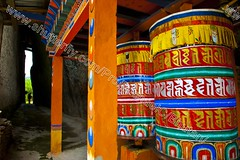 Bhutan (transcendentant) Tags: smiling religious colorful bhutan natural buddhist traditional kingdom shangrila monks prayerwheel serene dzong relaxed tranquil himalayas mystic easygoing budhist genuine unspoiled grossnationalhappiness friandly bhutanesefort