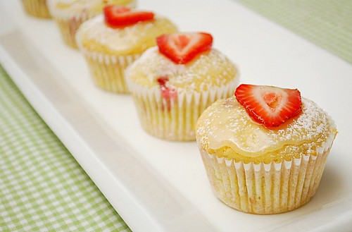 What's Cookin, Chicago: Glazed Lemon Strawberry Muffins