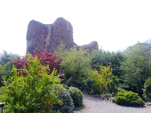 Die Burgruine Casatsch oberhalb Nals im Etschtal