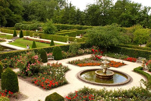 rosarium with fountain in the middle