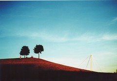 Blauer Himmel roter Berg. (Commander Sunshine) Tags: blue red sky lomography cross hill gt 35 karlsruhe processed minox gnther klotz