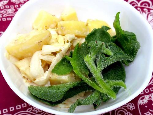 じゃがいもと白菜、アイスプラントのサラダ