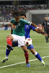 Mexico v. El Salvador 6-5-11 (105) (MattyV53) Tags: ball mexico spurs football action soccer battle futbol tottenham goldcup hotspur tottenhamhotspur concacaf 2011 eltri cowboysstadium giovanidossantos chicharito matthewvisinsky mattyv53 mattvisinsky