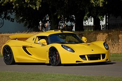 Goodwood Festival of Speed 2011 (DaveJC90) Tags: new old light sun sunlight blur detail classic cars beautiful car modern race climb interesting movement focus track display stage garage hill rally sunny f1 move racing sharp exotic formula1 motorhome rare supercar lemans goodwood hillclimb motorsport exotics supercars paddock sharpness festivalofspeed 2011 goodwoodfestivalofspeed lemans24hour manufactuers supercarpaddock formula1paddock goodwood2011