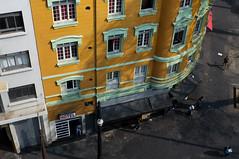Hotel amarelo (renanluna) Tags: homem man hotel amarelo yellow pessoas people cores colors cor color colorido colorful sopaulo sp br 55 fuji fujifilm fujifilmfinepixx100 x100 renanluna