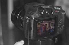 Meekijken (Restit (Very busy but I wont forget you)) Tags: camera blackandwhite image zwartwit coloured beeld ingekleurd amsterdamzuid sneekpeek onthulling bsv meekijken meegluren